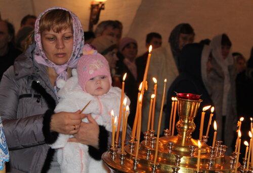 Спустя почти сто лет здесь вновь зазвучали молитвы и церковные песнопения