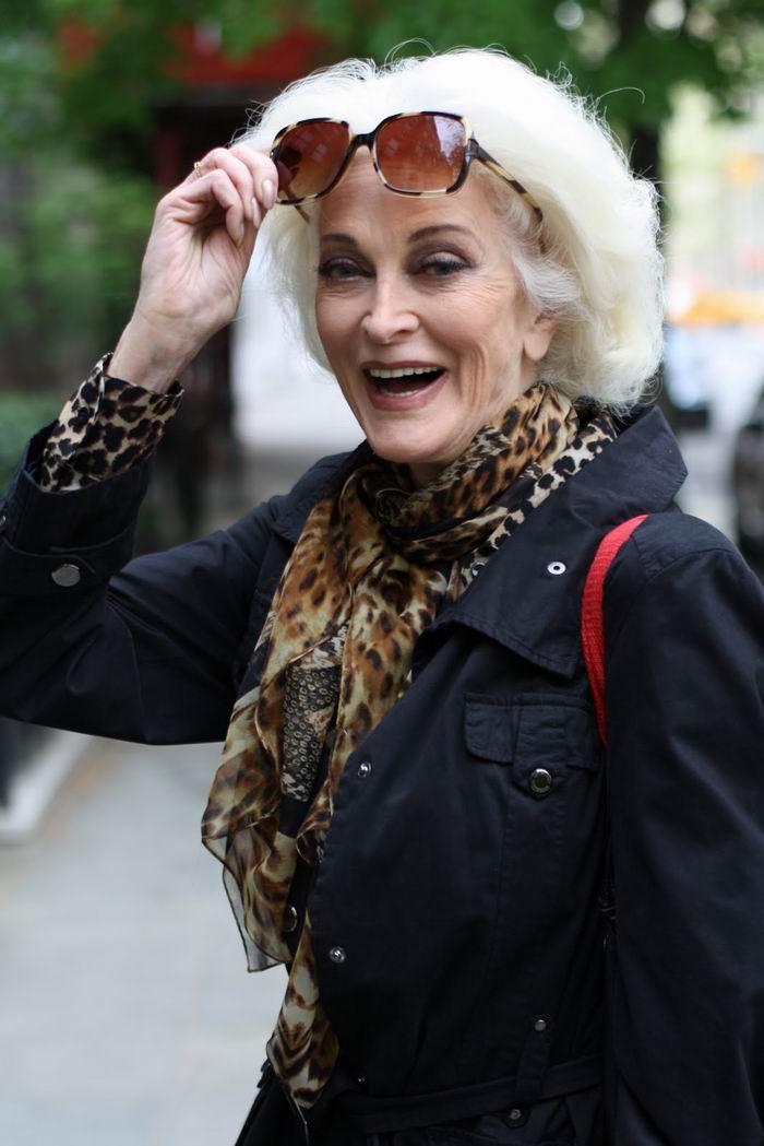 Постыдись сына: Элизабет Херли раскритиковали заслишком откровенное платье в 2019 году