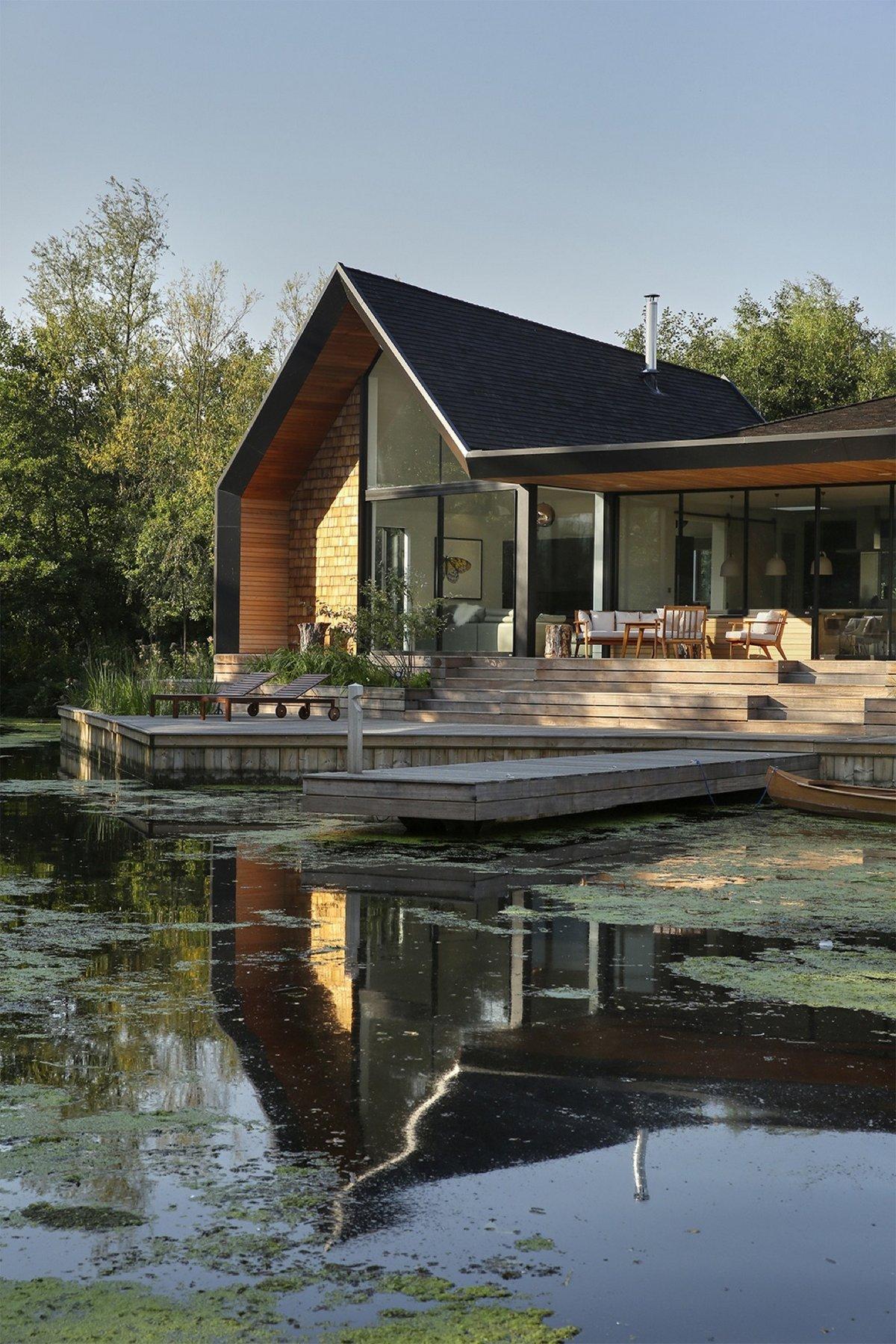 Частный дом с пристанью