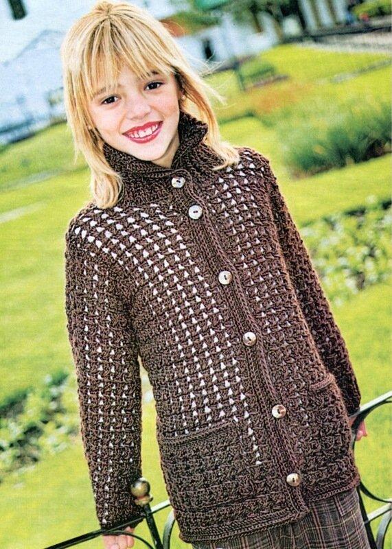 Модный жакет для девочки подростка, связанный крючком.  Подробное описание и схема вязания...