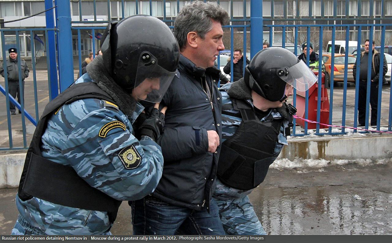 Задержание Немцова в марте 2012 года.