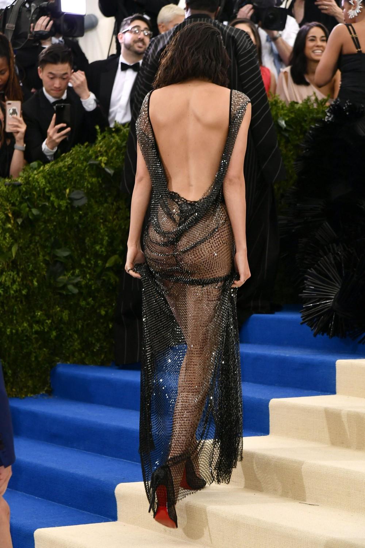 Кендалл Дженнер в просвечивающемся платье