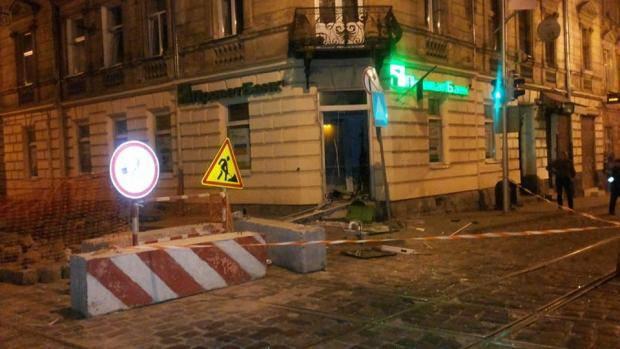 """""""Сработали"""" люди в балаклавах: Во Львове ночью прогремел мощный взрыв (фото)"""