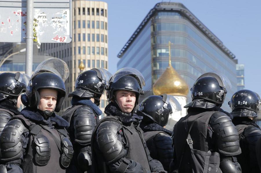 26.03.17, прогулка в Москве. Maxim Shipenkov, EPA.png