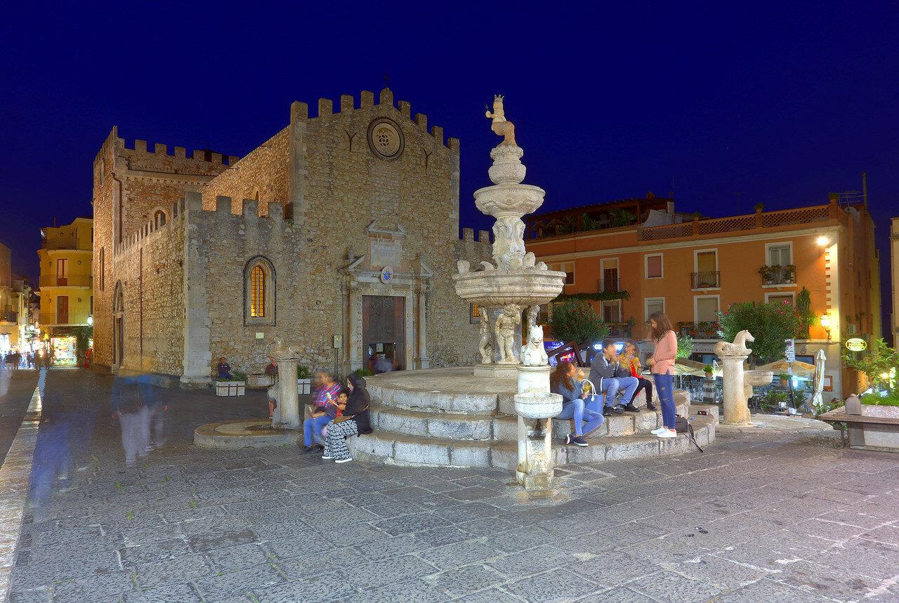 Ночная Таормина. Соборная площадь (Piazza della Cattedrale). HDR, extremal colors