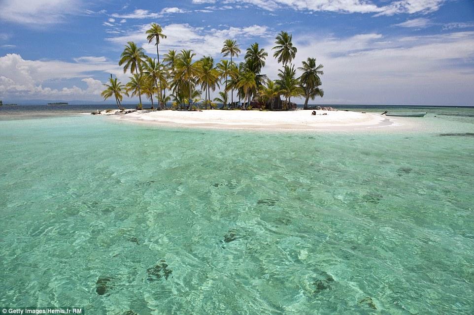 Море у островов Сан-Блас в Панаме. В этот архипелаг входит 365 островов и рифов.