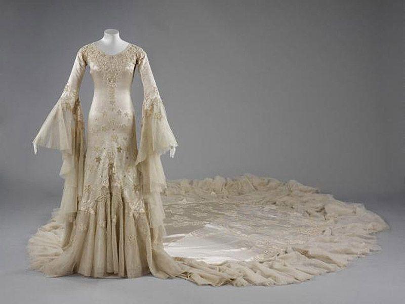 42. 1933 г. Англия. Платье Margaret Whigham, дочери шотландского миллионера. Дизайнер Norman Hartnel