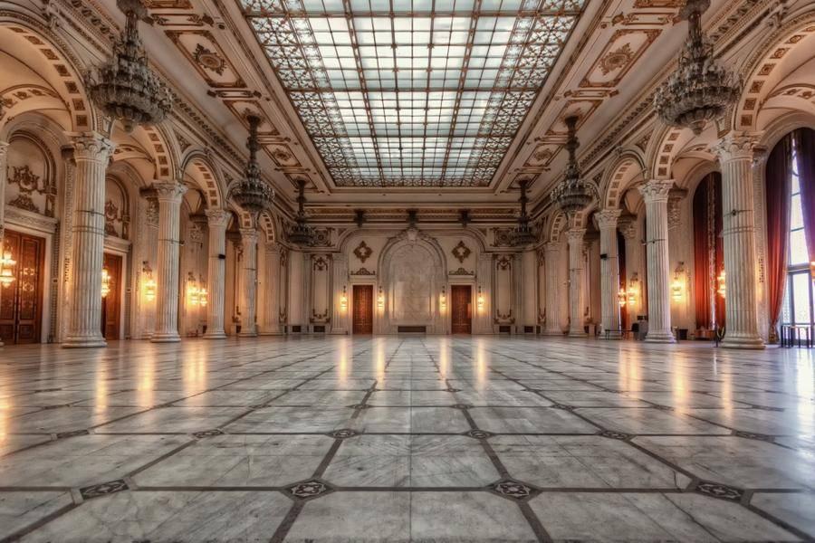 8. Один из самых знаменитых архитектурных памятников Бухареста построен во времена Социалистической