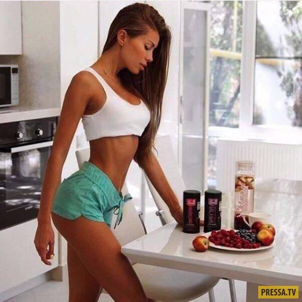 Красивые девушки на кухне