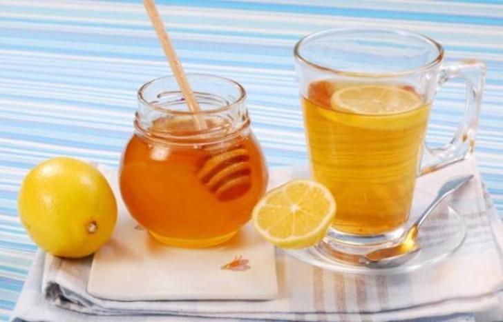 11. Боль в горле и кашель (рецепт лимона с медом) Если смешать 2 чайные ложки лимонного сока и полов