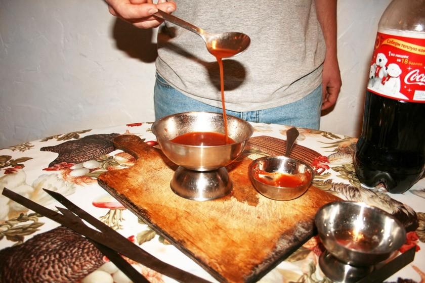 8. Сочное мясо Смешав колу с кетчупом в пропорции 50 на 50, можно приготовить отличный соус для шашл