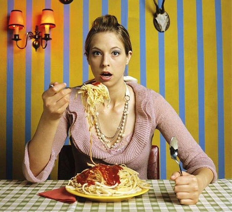 10. Не ешьте плотно на ночь Тяжелая еда на ночь вызывает дискомфорт и продолжительный стресс во врем