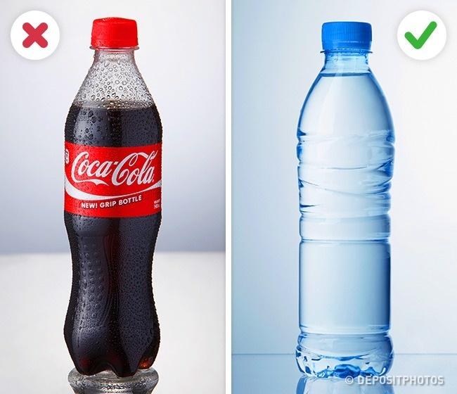 © depositphotos  Вкаждой банке газировки или коробке сока содержится неприлично много сахара.
