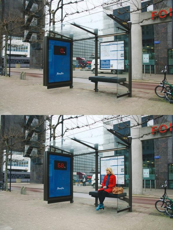 Наавтобусных остановках Амстердама были размещены электронные табло, соединенные свстроенными вск