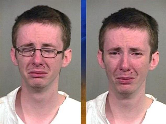 Парень, похоже, уже раскаялся на всякий случай. Он был задержан по подозрению в нападении при отягча