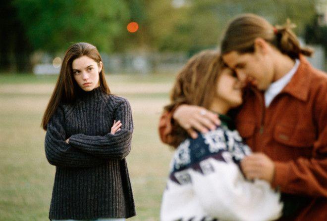 Поэтому на сторону идут чаще те, кому дома плохо или кто чувствует себя нелюбимым и несчастным. Ниче