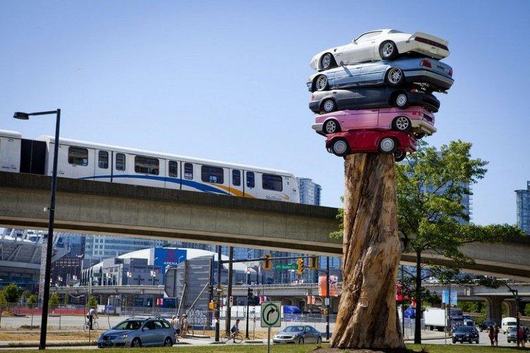 Скульптуры из автомобилей