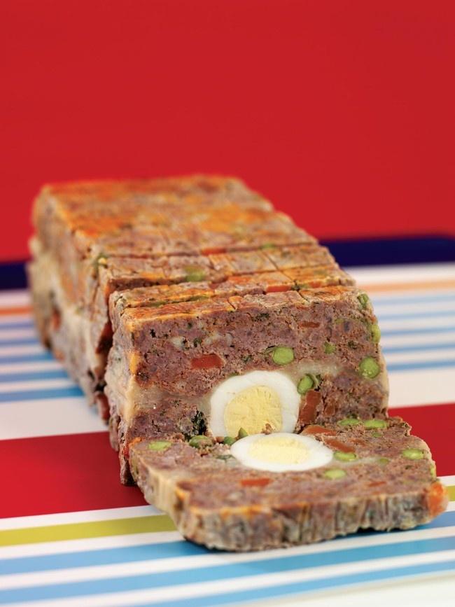 Таким королевским пирогом можно порадовать вашего любимца вдень его рождения. Рецепт приготовления