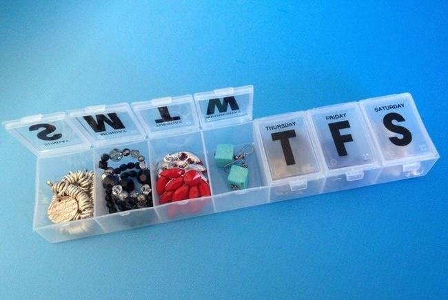 Таблетница— это лучший контейнер для украшений. Минимум места, максимум удобства: никакие бусы, цеп