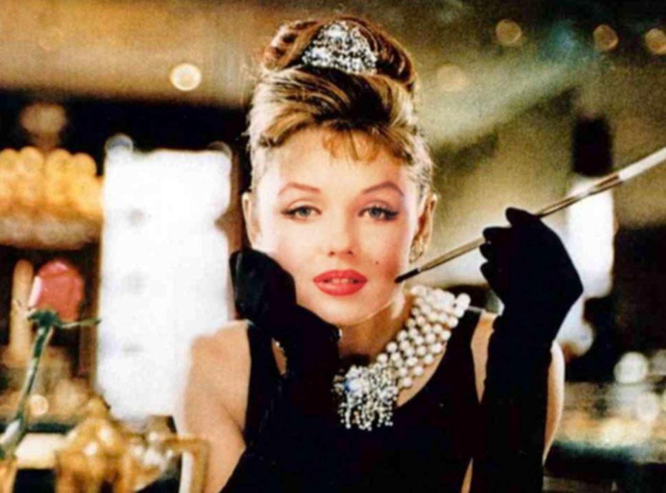 Мэрилин Монро в роли Холли Голайтли, «Завтрак у Тиффани». Автор «Завтрака у Тиффани» Трумен Капоте х