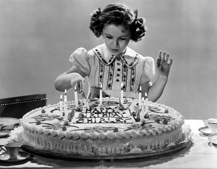 Удача отвернулась от Ширли Темпл, когда ей исполнилось 12 лет. Ее не взяли на роль Дороти в фильм «В
