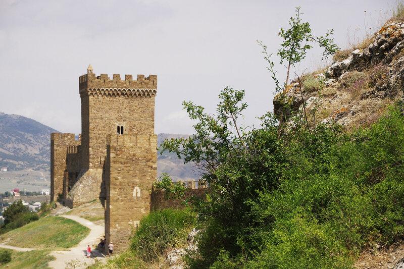 Гоергиевская башня и Консульский замок