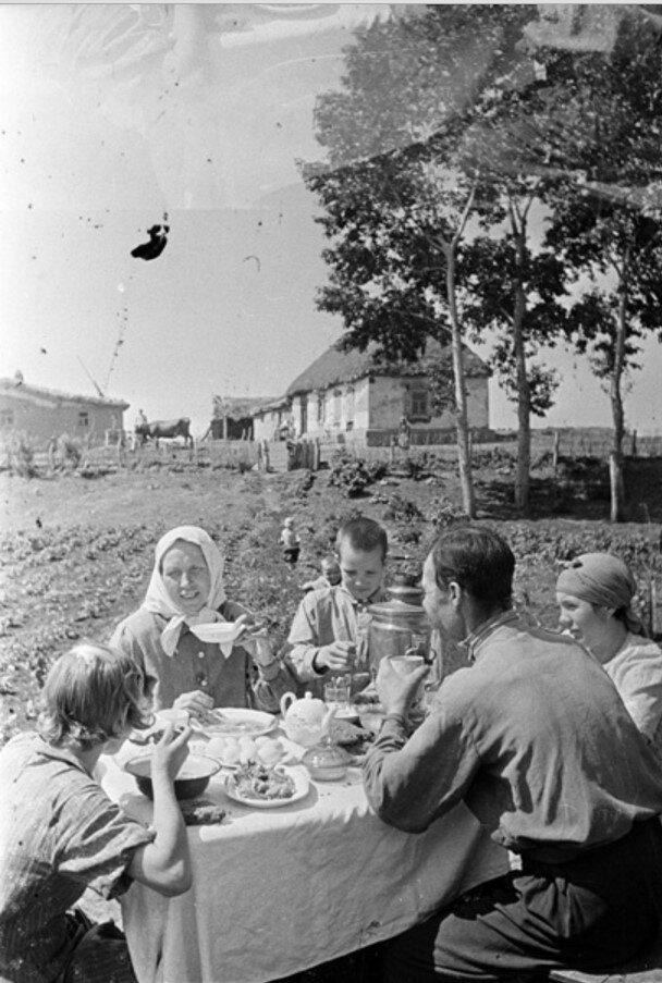 1943. Семья русского крестьянина Даниила Зернова в дни Великой Отечественной войны