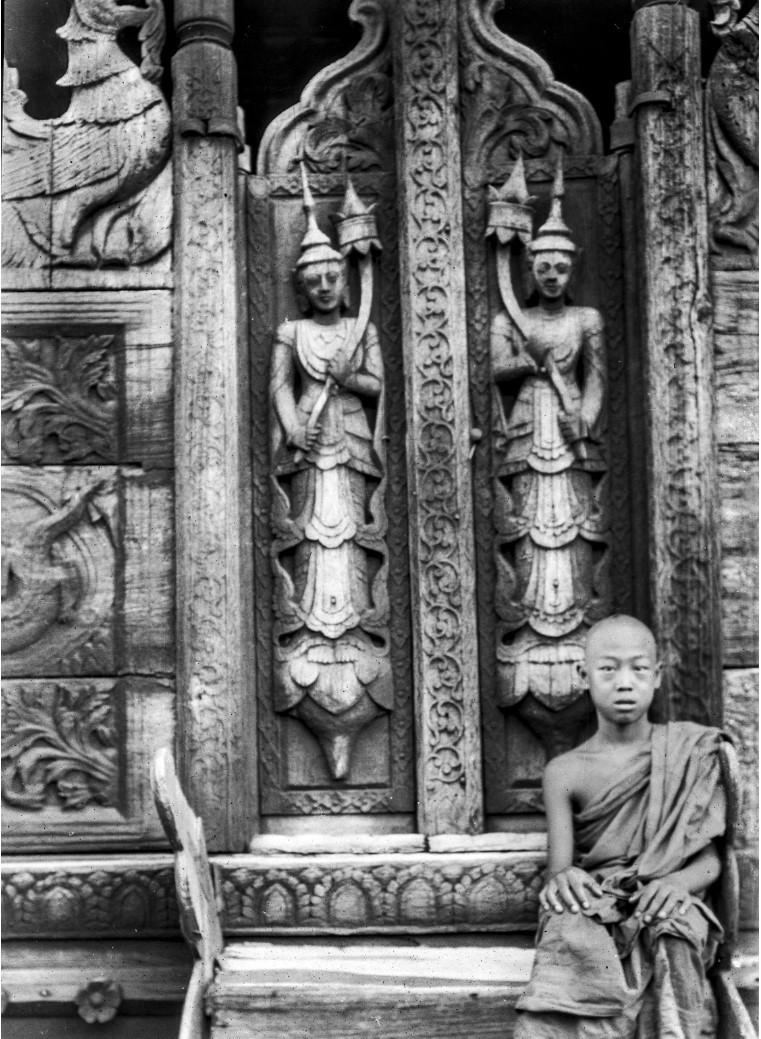 859. Мандалай. Монастырь Золотого Дворца (Швенандо Кьян), Восточный храм