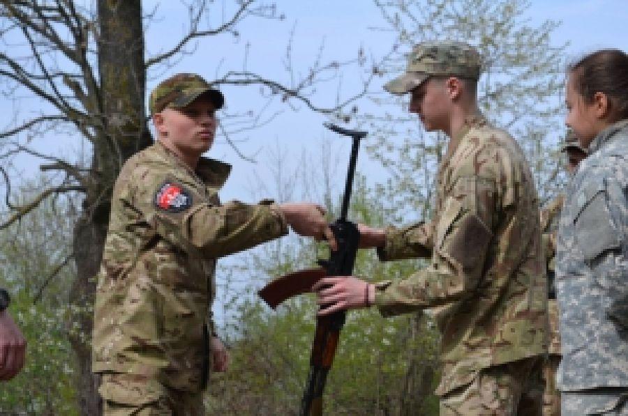 Буковинский центр проводит военную подготовку