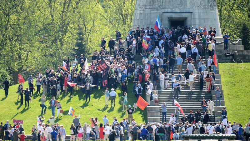 Трептов-парк, 9 мая