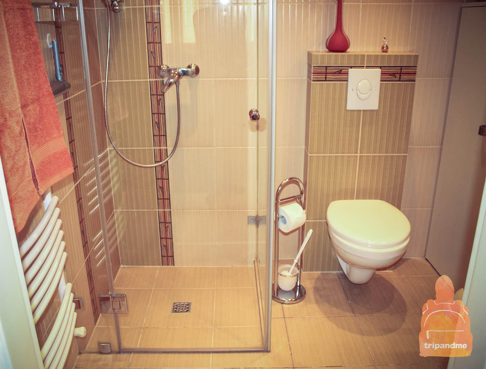 balasz-flat_shower.jpg