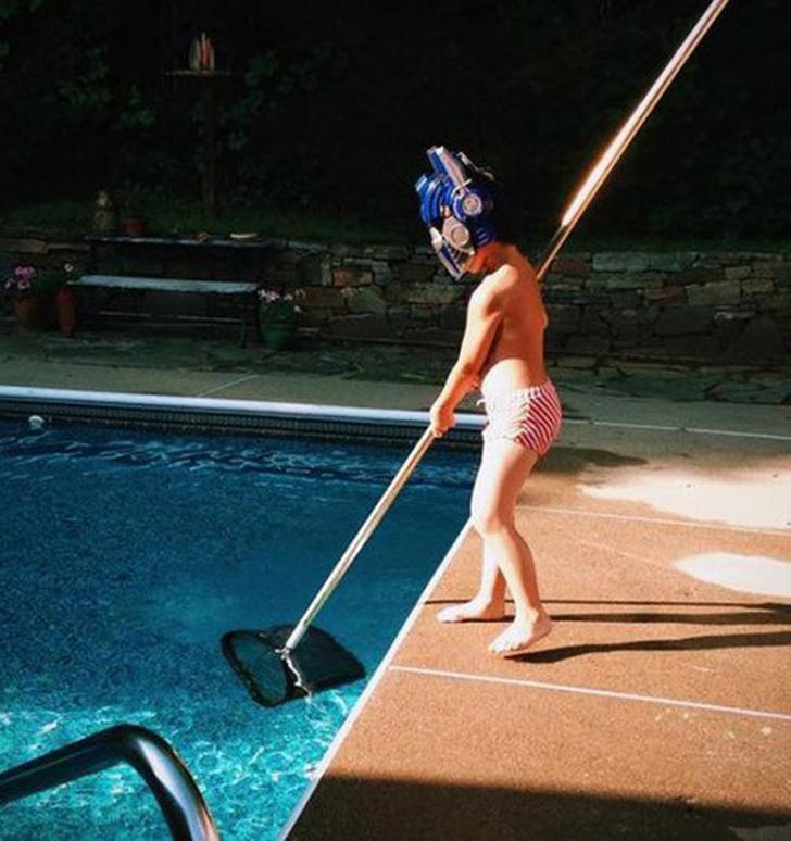 Нельзя просто так взять и почистить бассейн.