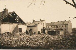 Вид дома, разрушенного 42 см. снарядом.