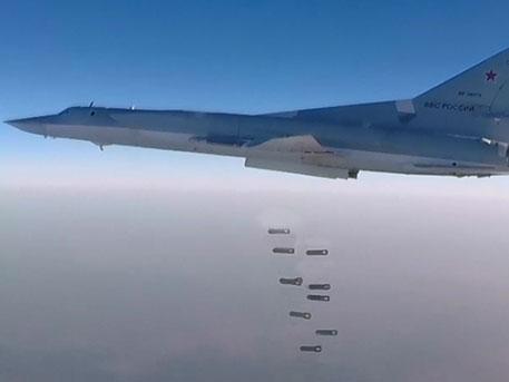 БомбардировщикиРФ уничтожили 6 больших складовИГ вСирии