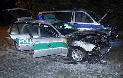 Неизвестные сожгли три полицейские машины вДрездене