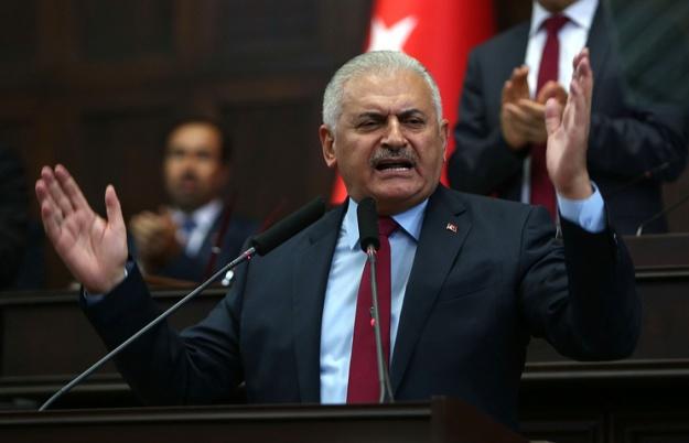Премьер Турции раскритиковал Клинтон заподдержку сирийских курдов