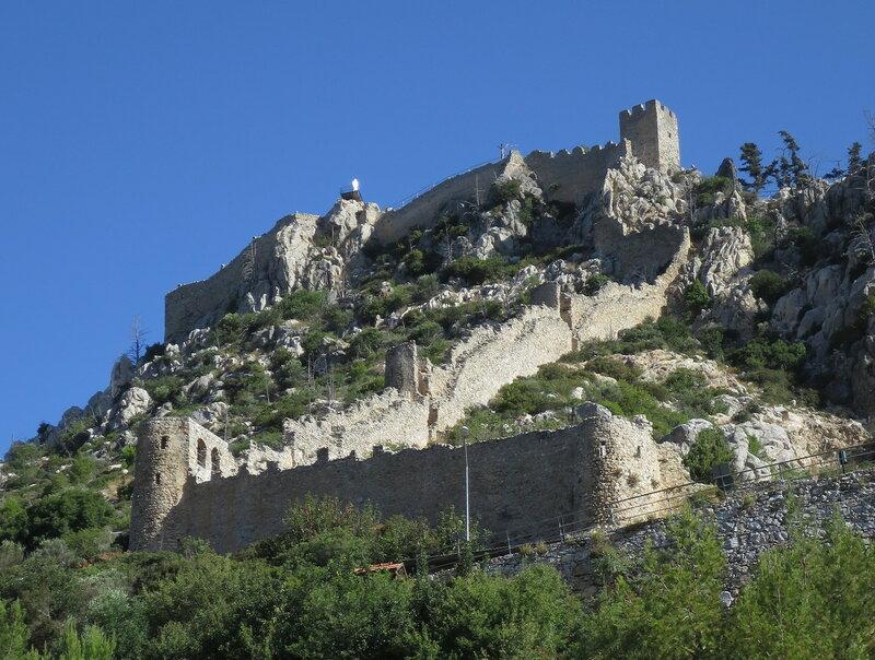 Св. Илларион. Южная и западная стена и стены верхнего замка