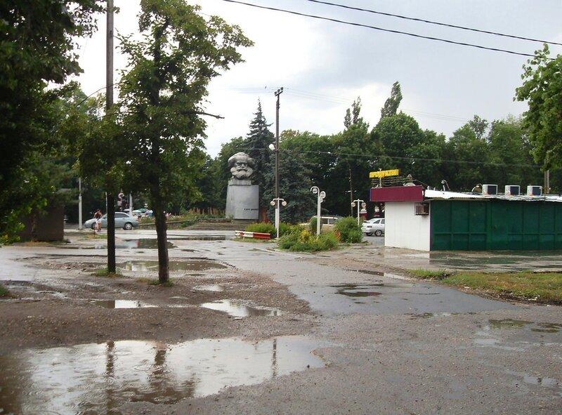 У дороги в центр Краснодара, июль, дождливая погода ...SDC13080.JPG