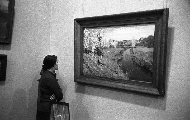 ...НАШ АДРЕС СОВЕТСКИЙ СОЮЗ. Москва, Третьяковская галерея, 70-е годы. Фотограф Николай Бродяной.jpg