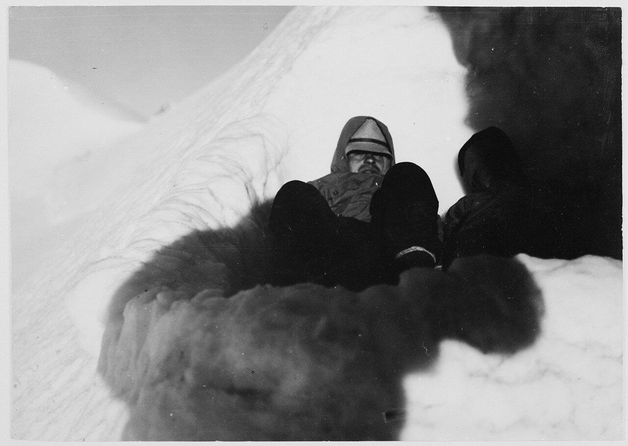 14 августа. Группа III. Первое восхождение на Фитнаргин-тау (4184 м) по северо-западному хребту. Холодная бивуак на высоте 3600 м.