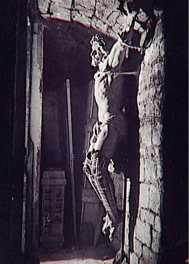 1945. Христос на кресте, подвалы Сен-Сюльпис