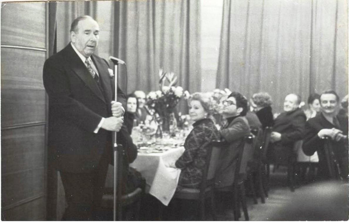 1970-е. Ростилав Плятт перед микрофоном