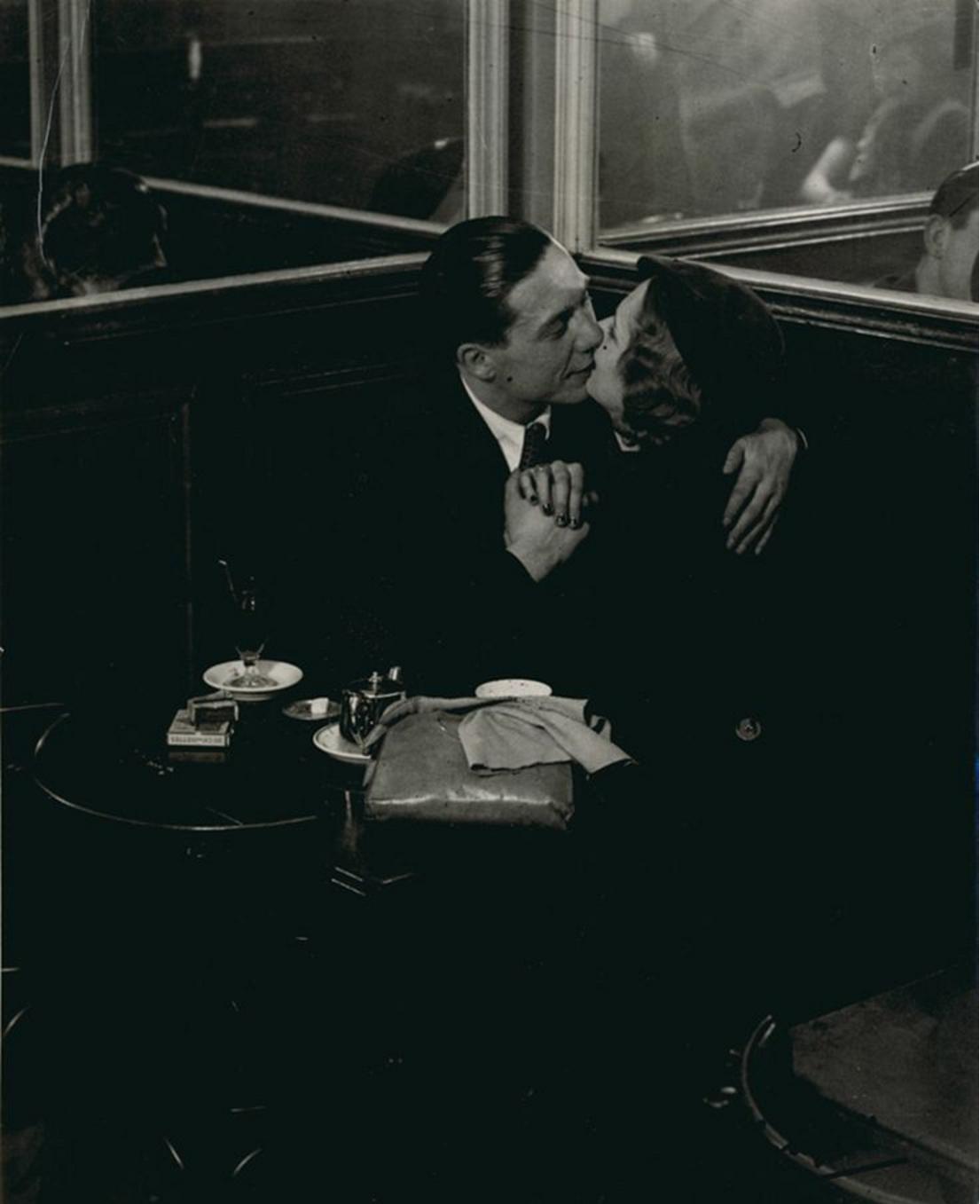 1932. Влюбленные в бистро