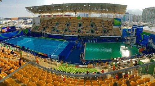 Организаторы Олимпиады вРио назвали причину таинственного позеленения воды вбассейне