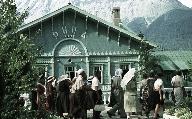 1952 Гостиница. Из серии «Озеро Рица». Владислав Микоша.jpg
