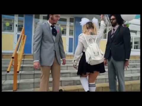 """""""Не надо так напрягаться"""": В России объяснили, почему на школьной линейке показали... стриптиз (видео)"""