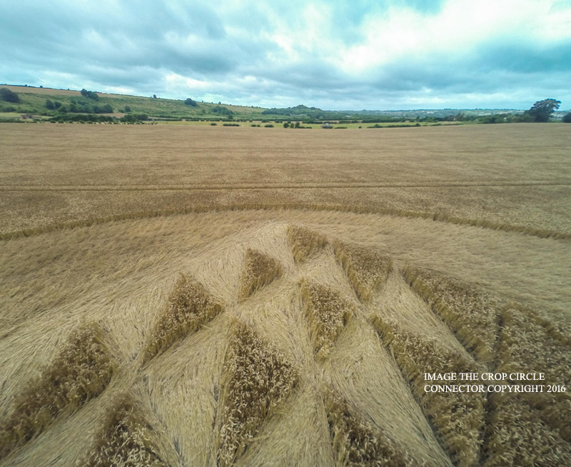 Crop Circles in August two thousand sixteenth, England aliens, energy teleports, portal, energy orbs, UFOs