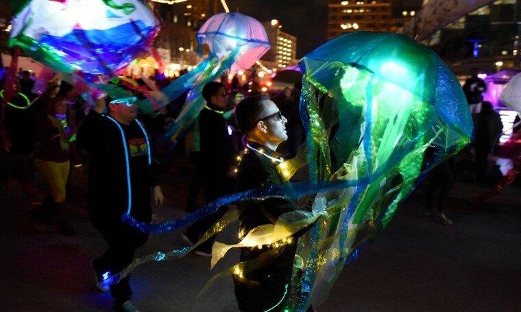 Light City: фотографии красочного фестиваля огней в Балтиморе 0 22c125 949f842 XL