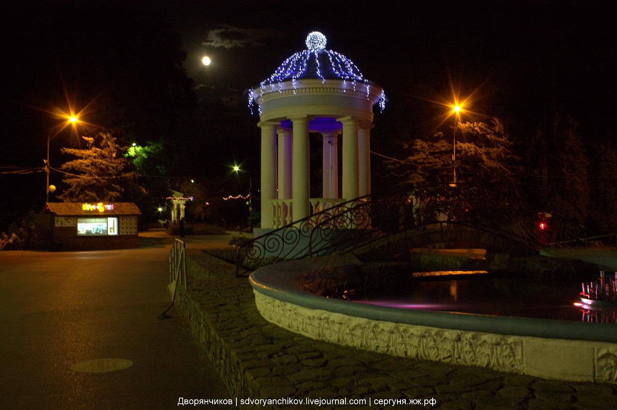 Парк ВГС - Волжский - Вечерняя ротонда и фонтан - 19 августа 2016