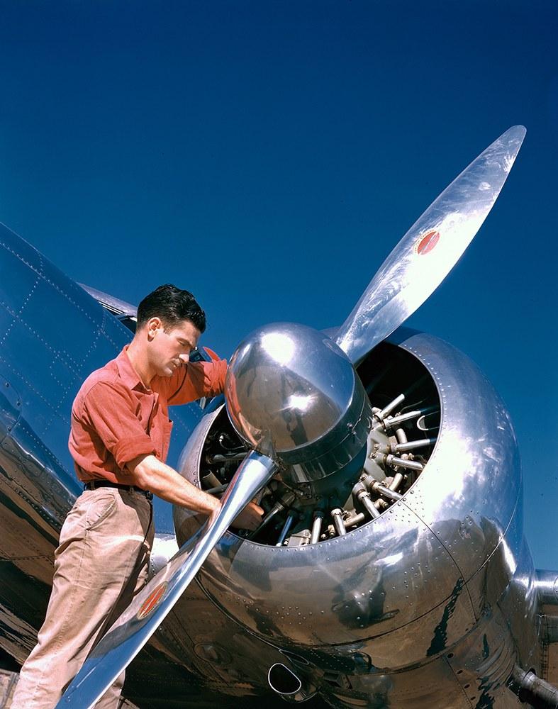 12. Фотомодели перед Lockheed 10B Electra компании Delta Air Lines.